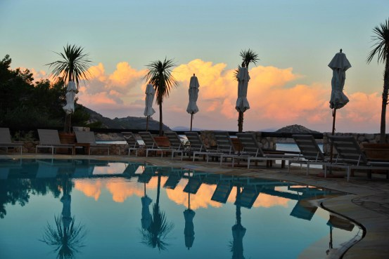 Il Pellicano pool sunset